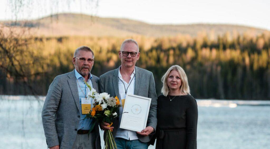 Peter Engström tillsammans med Jalle Svanberg och Erika Mattsson.